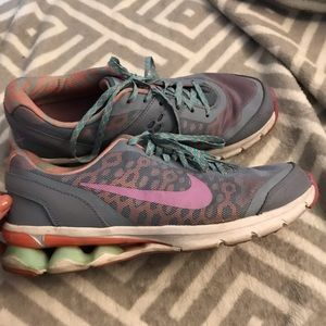 Nike Ream Run 10 athletic shoes